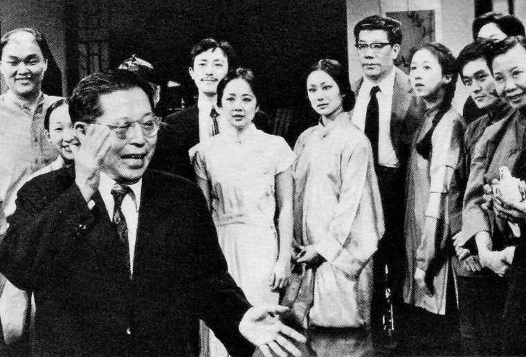 "Cao Yu applauds the cast of ""Peking Man"" on opening night. Ying Rocheng, an actor with the Beijing People's Arts Theatre, stands with the cast"