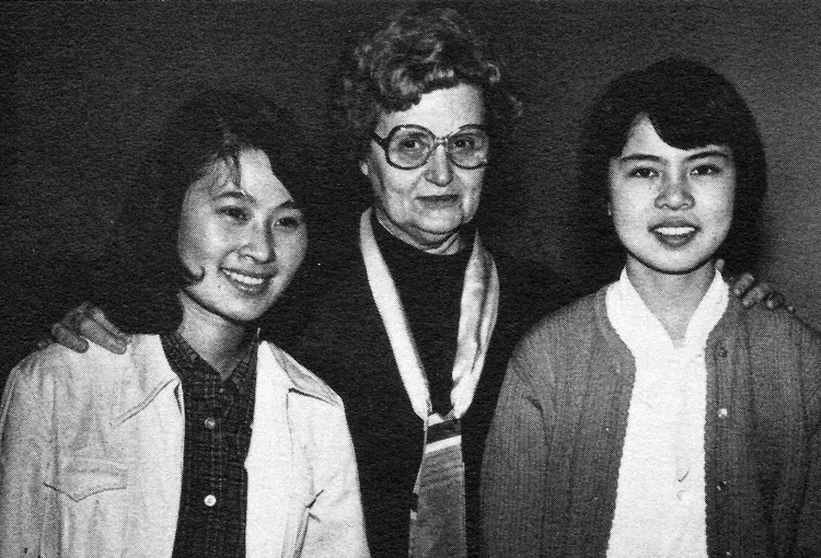 Dorothy DeLay with violin students Guo Li (left) and Yu Yen (right) at the Aspen Music School
