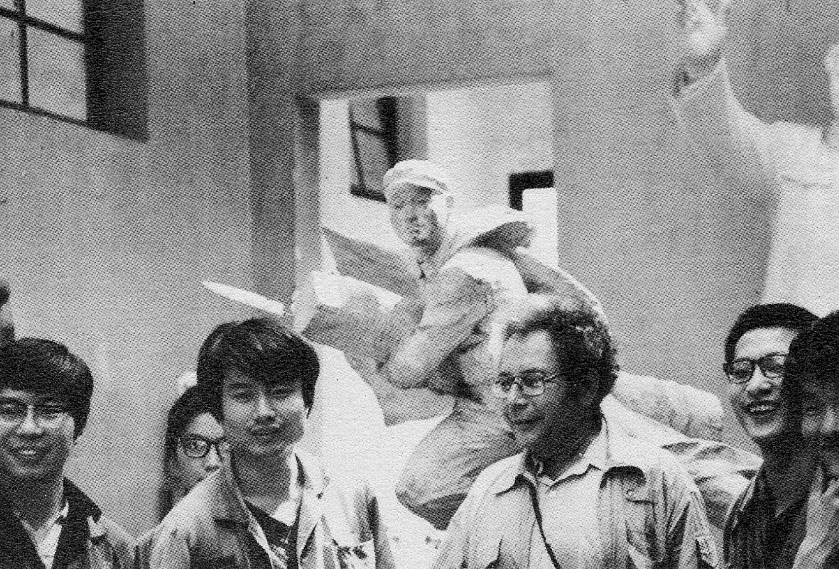 Sculptor George Segal with students at the Zhejiang Academy of Fine Arts, Hangzhou