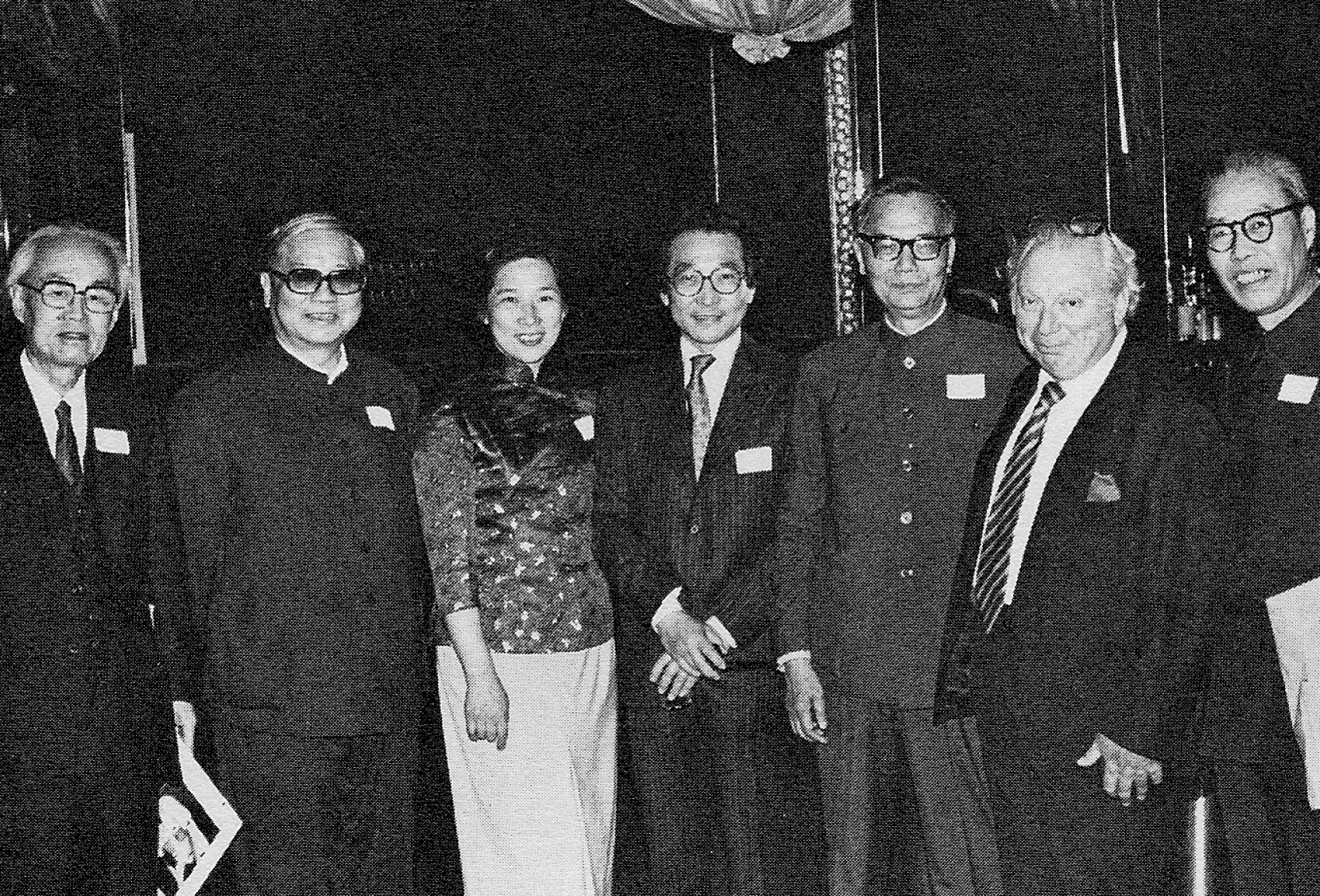 Violinist Isaac Stern meets with the Music and Arts Education Delegation at the welcoming reception at the Carnegie Cafe. Left to right: Tan Shuzhen, Zhao Feng, Zhou Ying, Chou Wen-chung, Lin Mohan, Isaac Stern and Wang Zicheng.