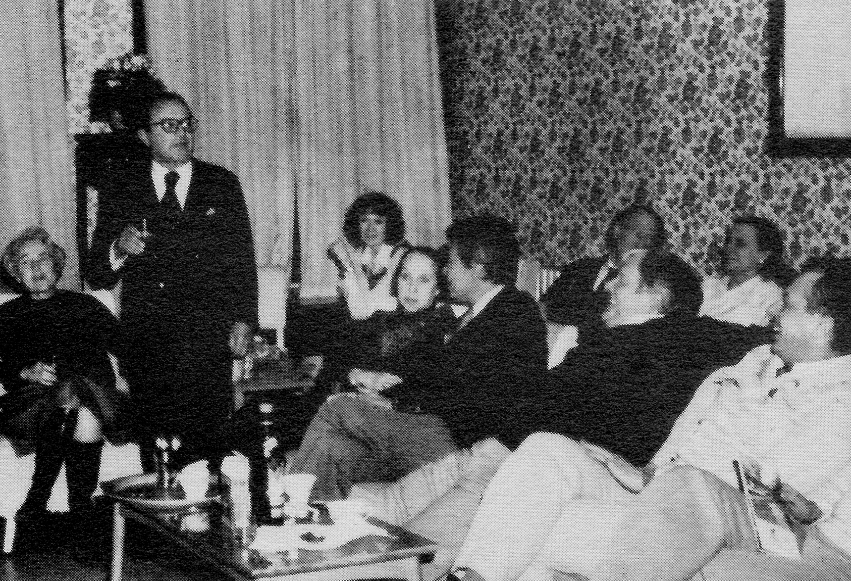 Martin Segal addresses the March 1979 delegation in Suzhou