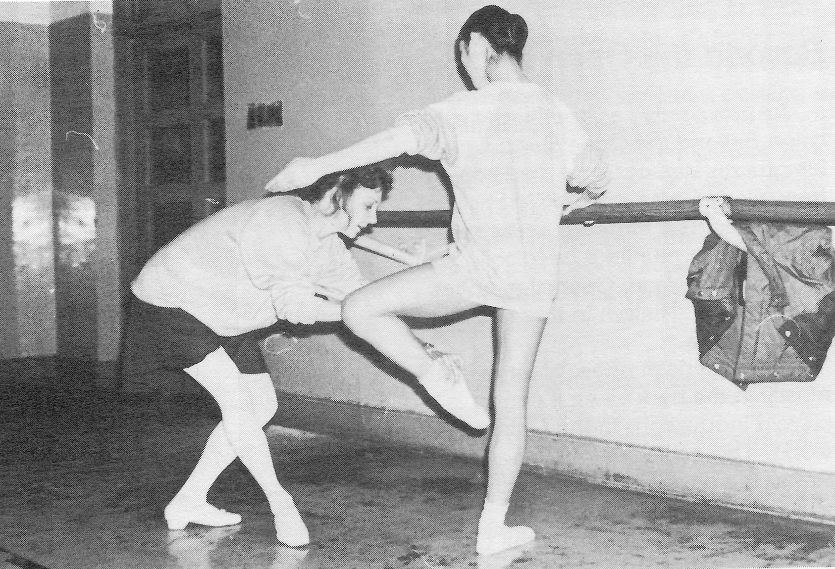 Suki Schorer instructs a member of the Central Ballet in Balanchine technique