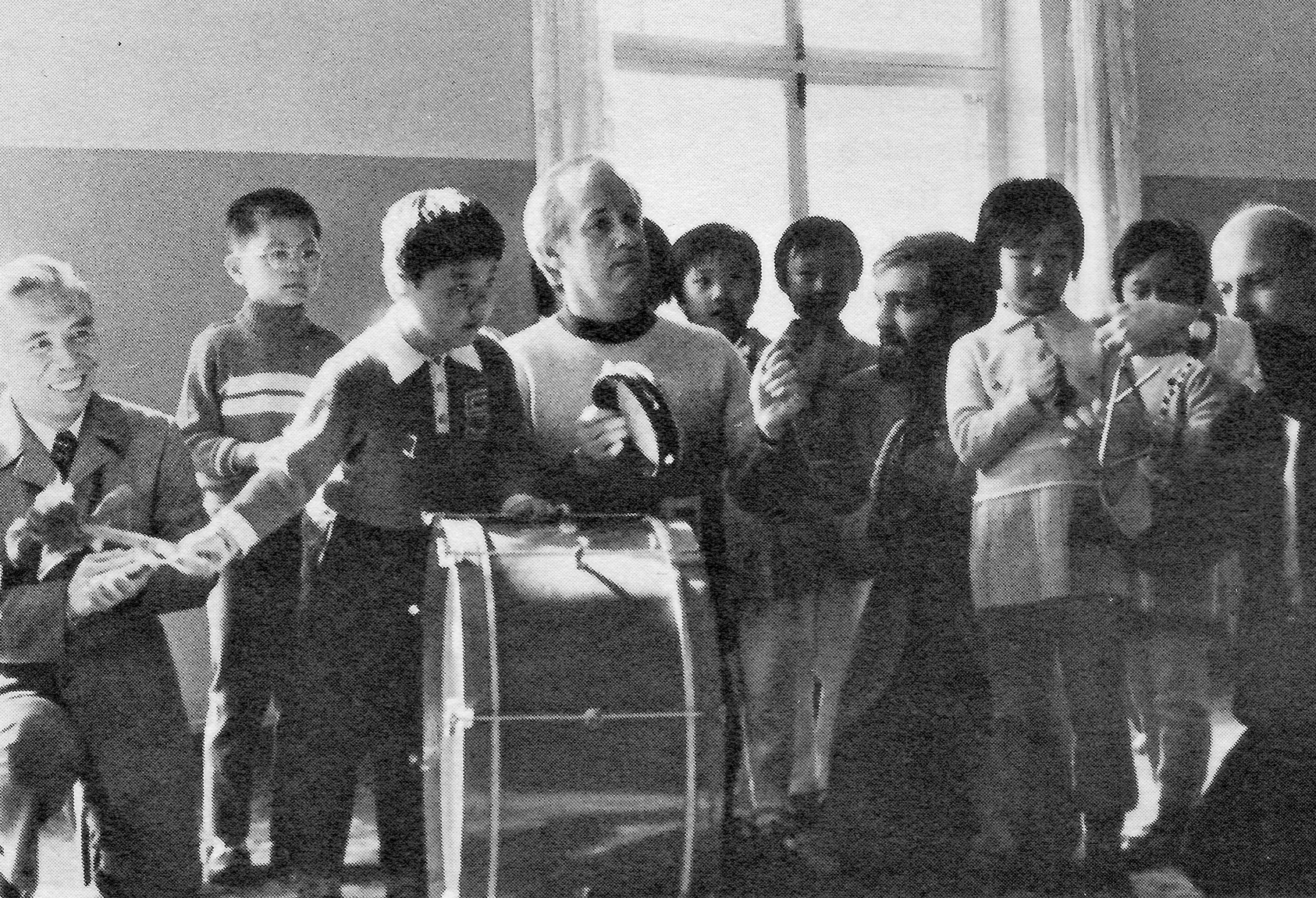 Wu Zuqiang, James Byars, Jon Murray, and Frederick Erickson join Beijing kindergarten students in impromptu music-making