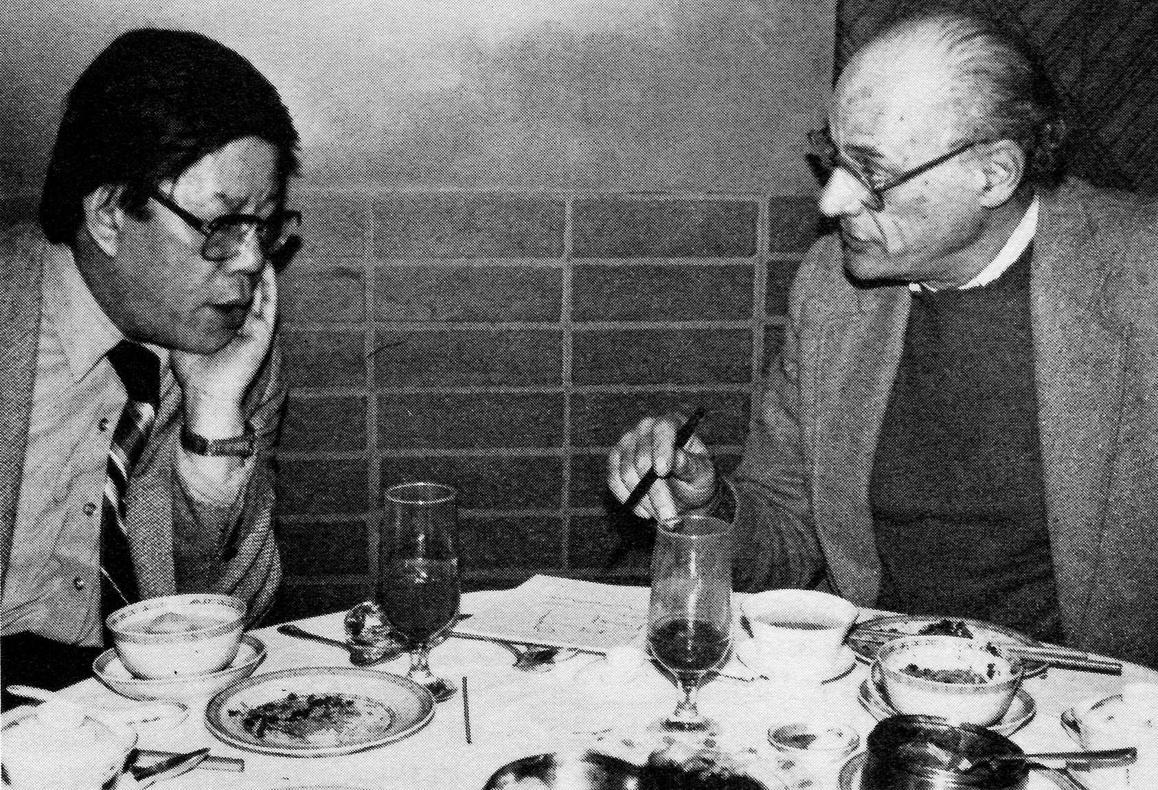 """Over lunch at New York's Sichuan Pavilion Restaurant, Ying Ruocheng and Arthur Miller discuss staging for the Beijing production of """"Death of a Salesman"""""""
