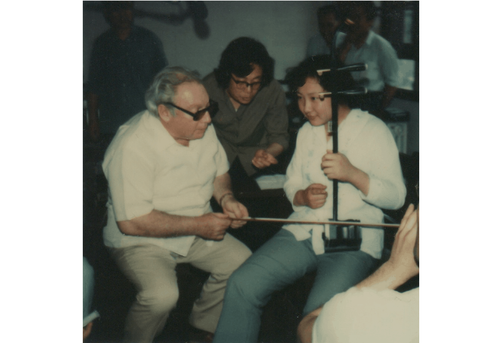 Isaac Stern playing an Erhu at the Central Conservatory of Music